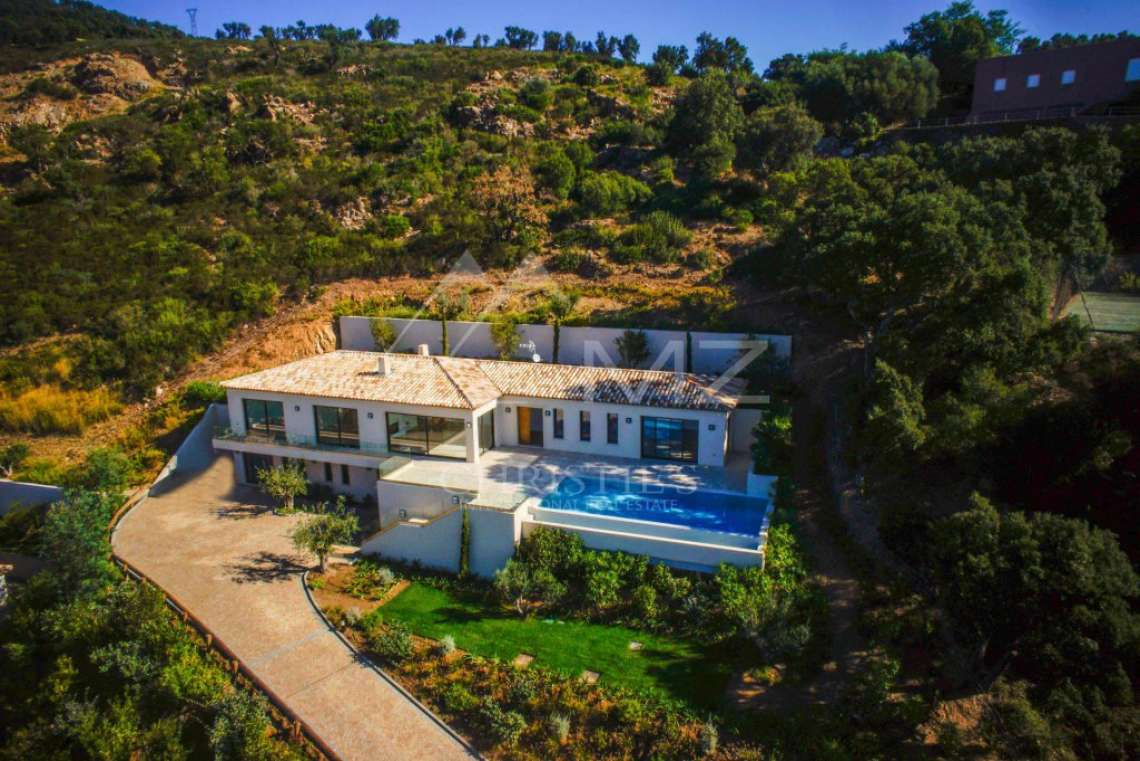 Between Saint-Tropez and Sainte-Maxime - Contemporary new villa - photo2