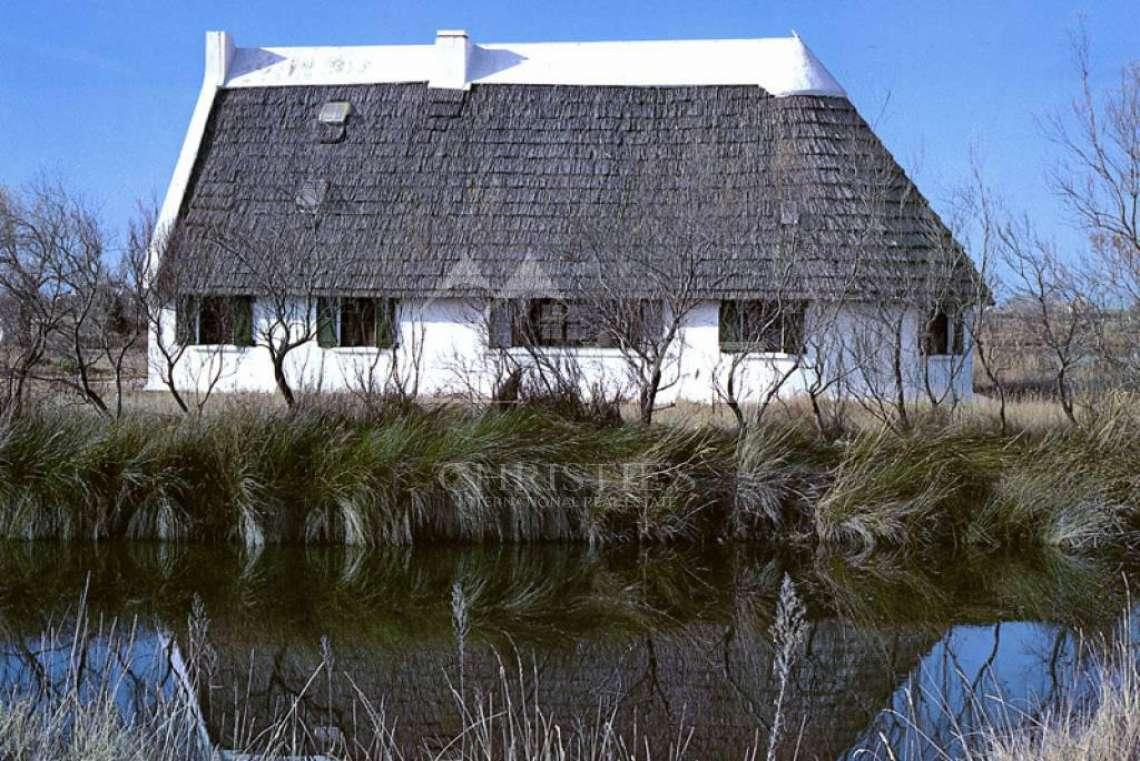 A Vendre Camargue Authentique Maison De Gardian Arles
