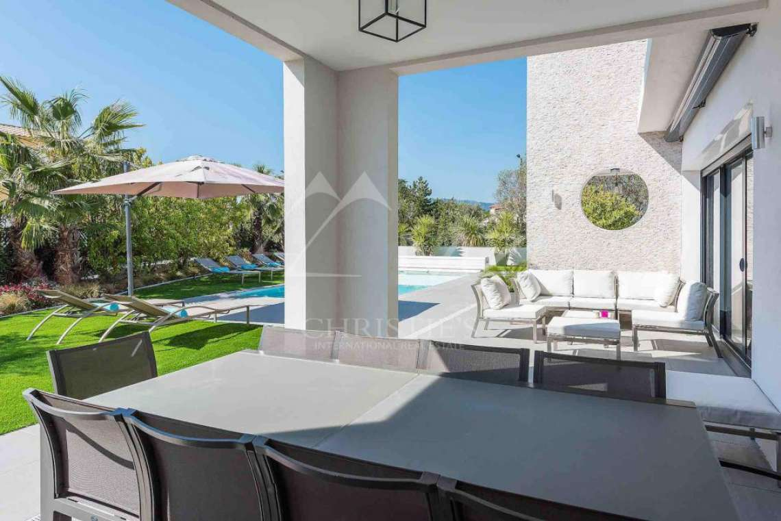 Near Mougins - Brand new contemporary villa in a gated domain - photo2
