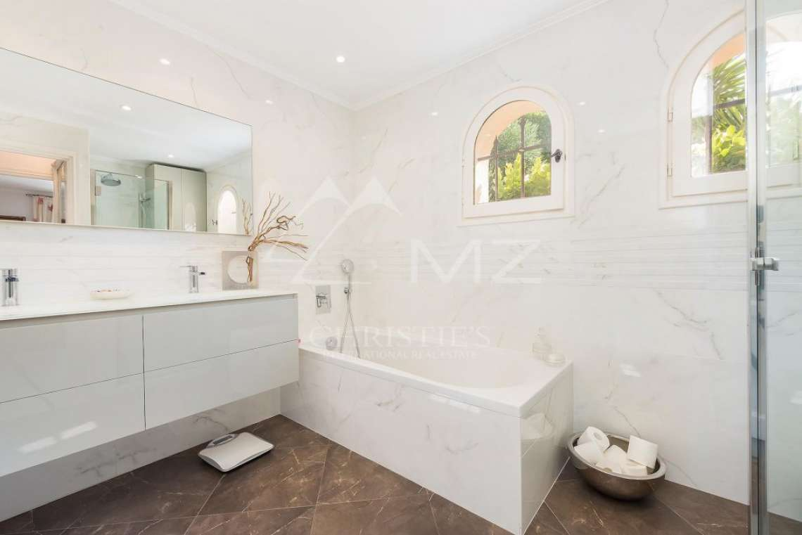 Mougins - Bright provencal villa - Gated estate - photo11