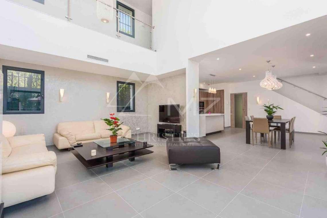 Near Mougins - Brand new contemporary villa in a gated domain - photo4