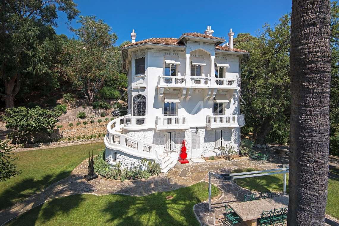 a vendre proche cannes maison de ma tre vue mer mandelieu la napoule 345 m. Black Bedroom Furniture Sets. Home Design Ideas