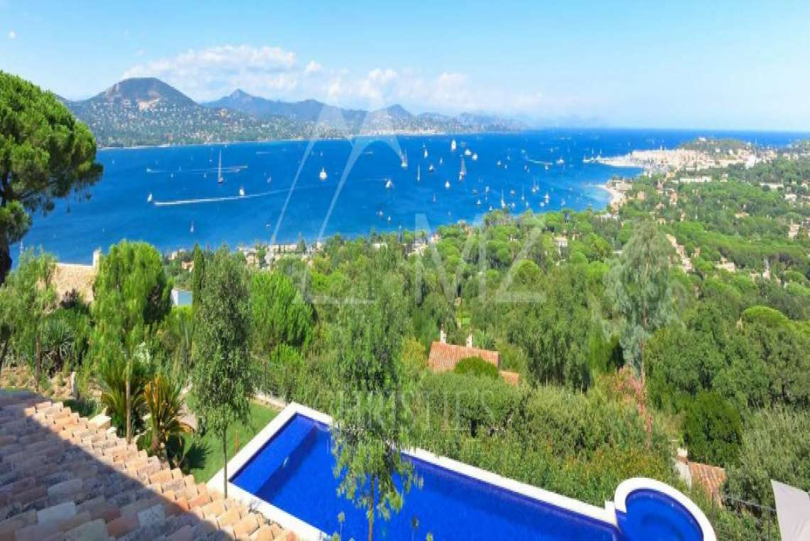 Close to Saint-Tropez - Property with breathtaking sea view - photo3