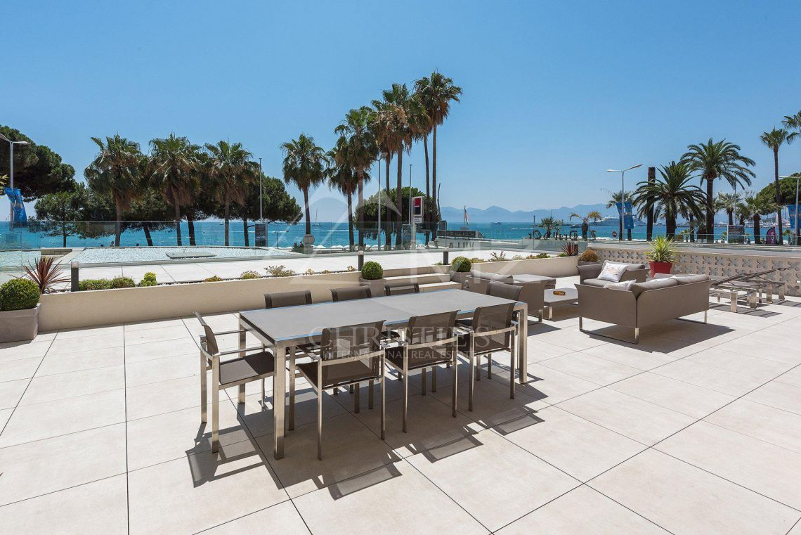 Cannes - Croisette - Villa-Apartment with panoramic sea views - photo11