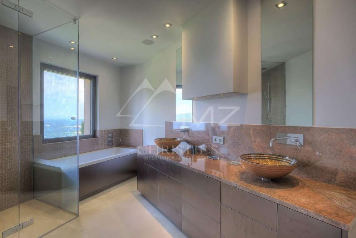 Close to Saint-Tropez - Property with breathtaking sea view - photo16