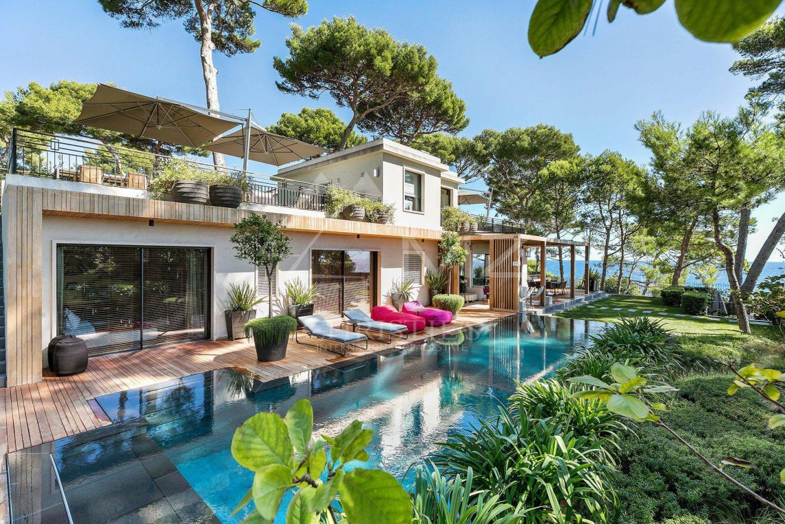 a vendre cap d 39 antibes magnifique villa avec piscine d 39 eau douce cap d 39 antibes 290 m. Black Bedroom Furniture Sets. Home Design Ideas
