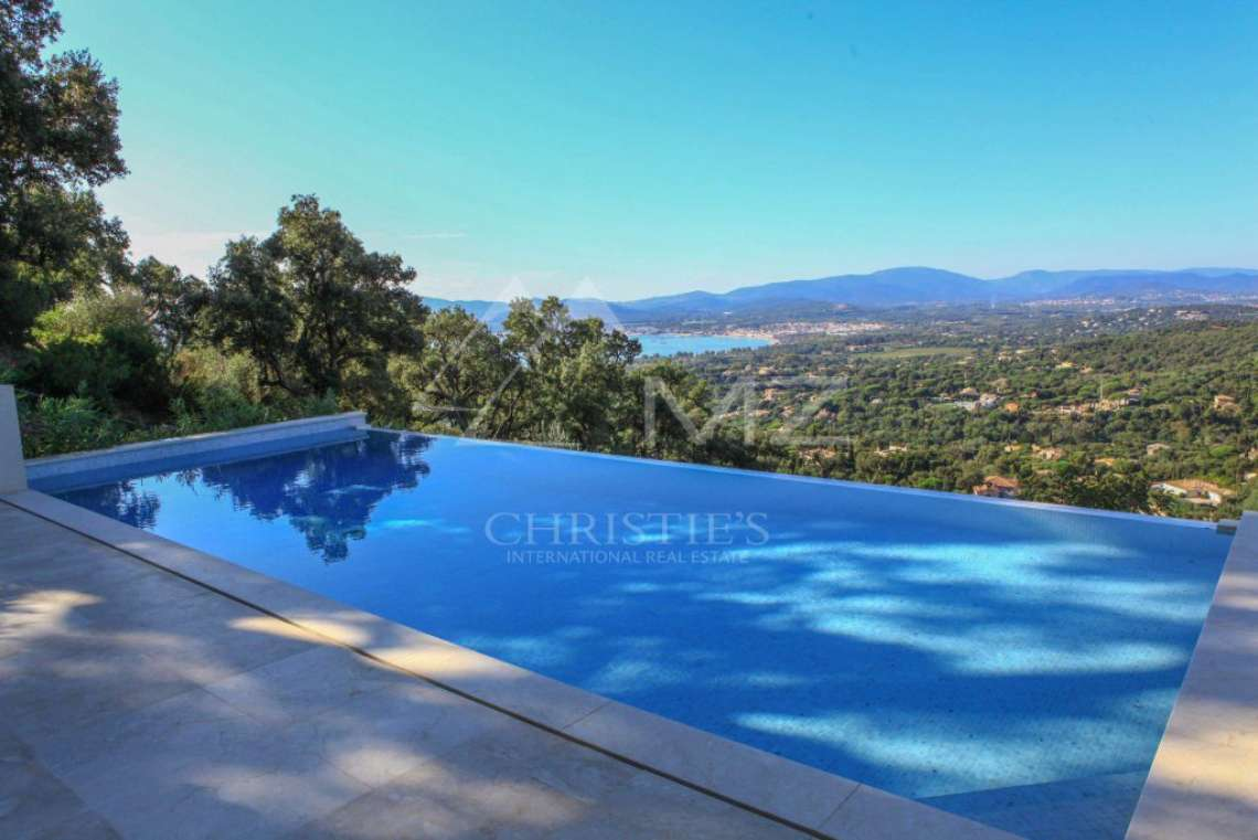 Between Saint-Tropez and Sainte-Maxime - Contemporary new villa - photo3