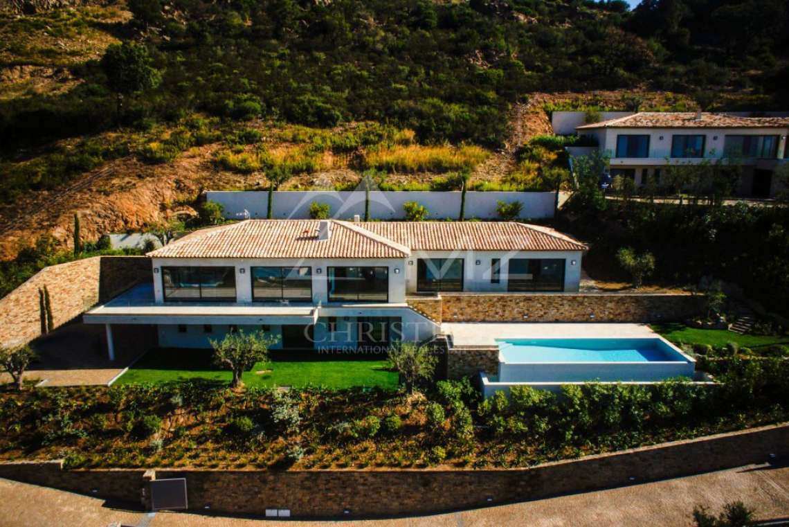 Between Saint-Tropez and Sainte-Maxime - Modern new Villa - photo2