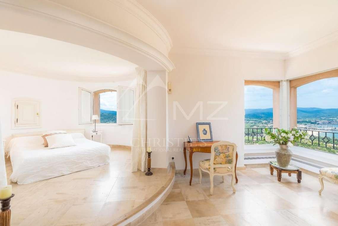 Beautiful contemporary villa close to Saint-Tropez - photo12