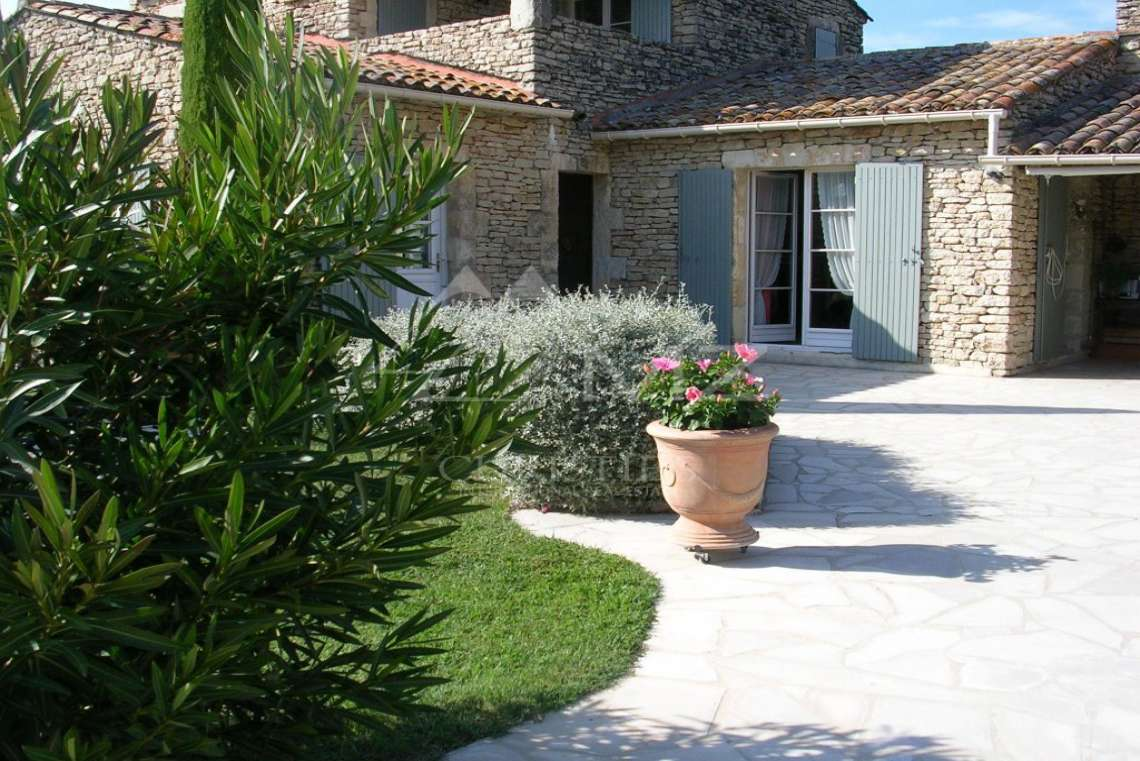 Proche Gordes - Maison traditionelle en pierre - photo3
