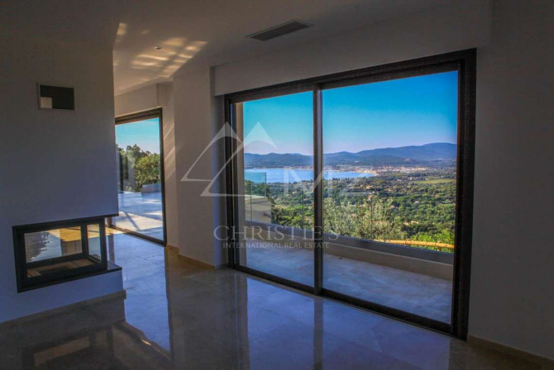 Between Saint-Tropez and Sainte-Maxime - Contemporary new villa - photo4