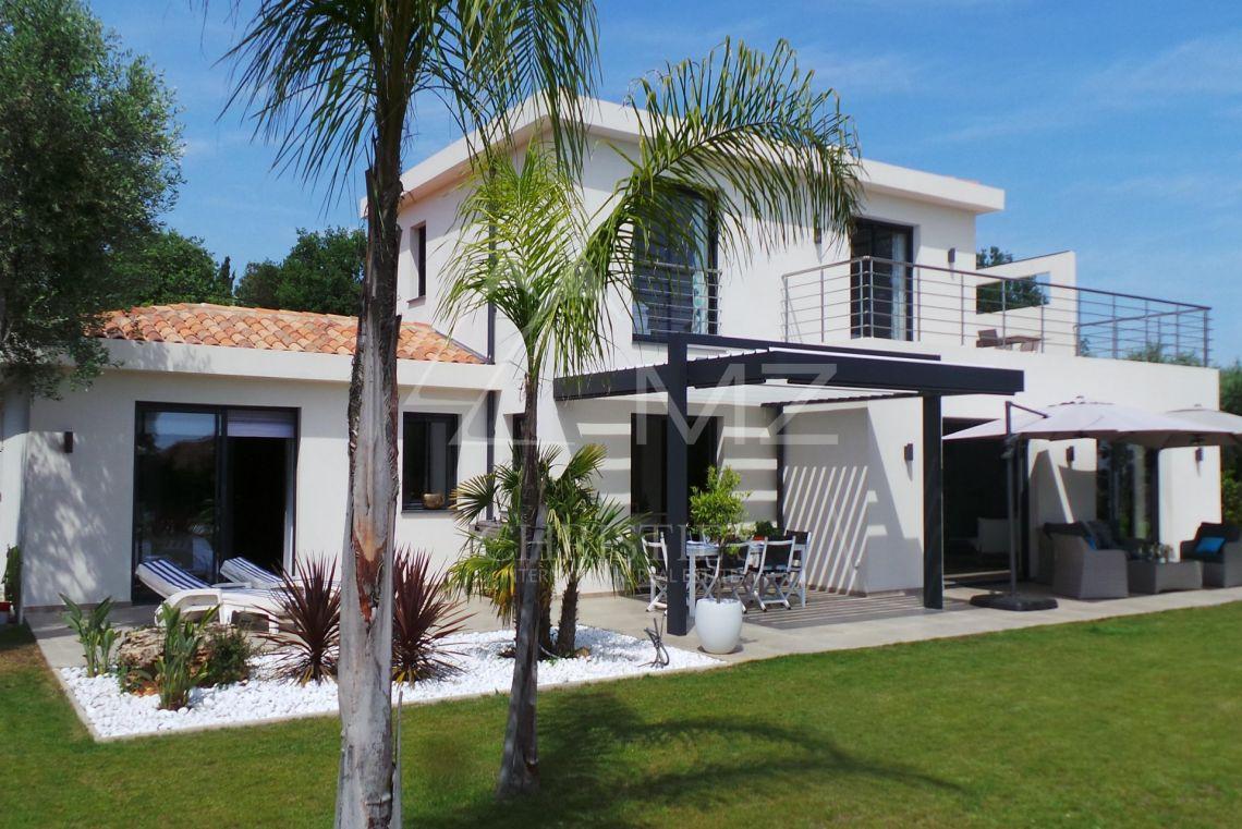 A vendre Arrière-pays cannois - Villa moderne avec vue mer - Opio - 200 m²