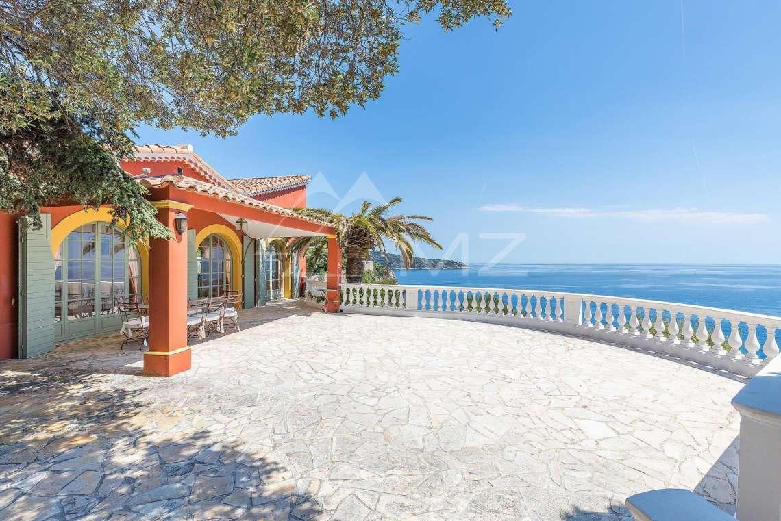 Somptueuse villa de luxe dans les hauteurs de Nice avec vue sur la mer