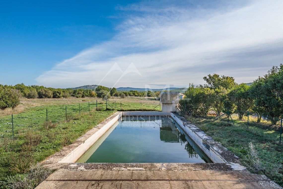 For Sale Close To Aix En Provence Idyllic Domain Near Sainte Victoire On 544 Acres Of Land Pays D Aix 1500 Common Sqm