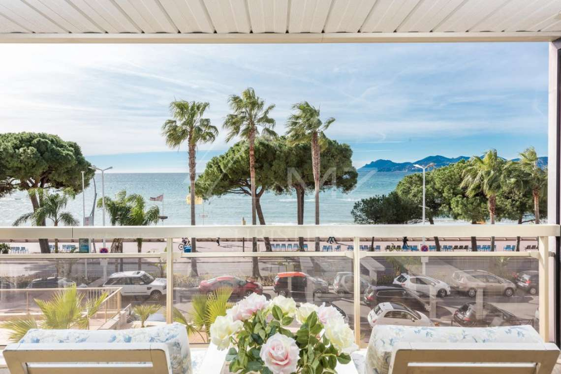 Cannes - Croisette - Apartment with a beautiful sea view - photo1