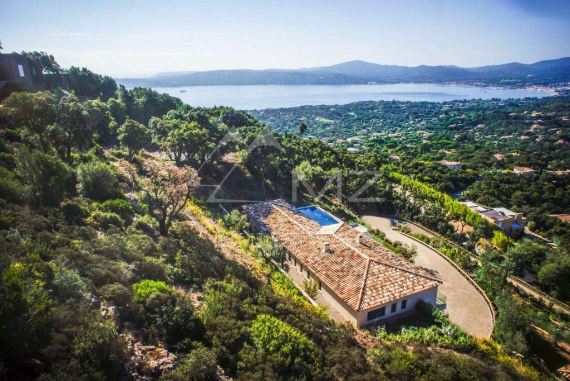 Between Saint-Tropez and Sainte-Maxime - Contemporary new villa - photo1