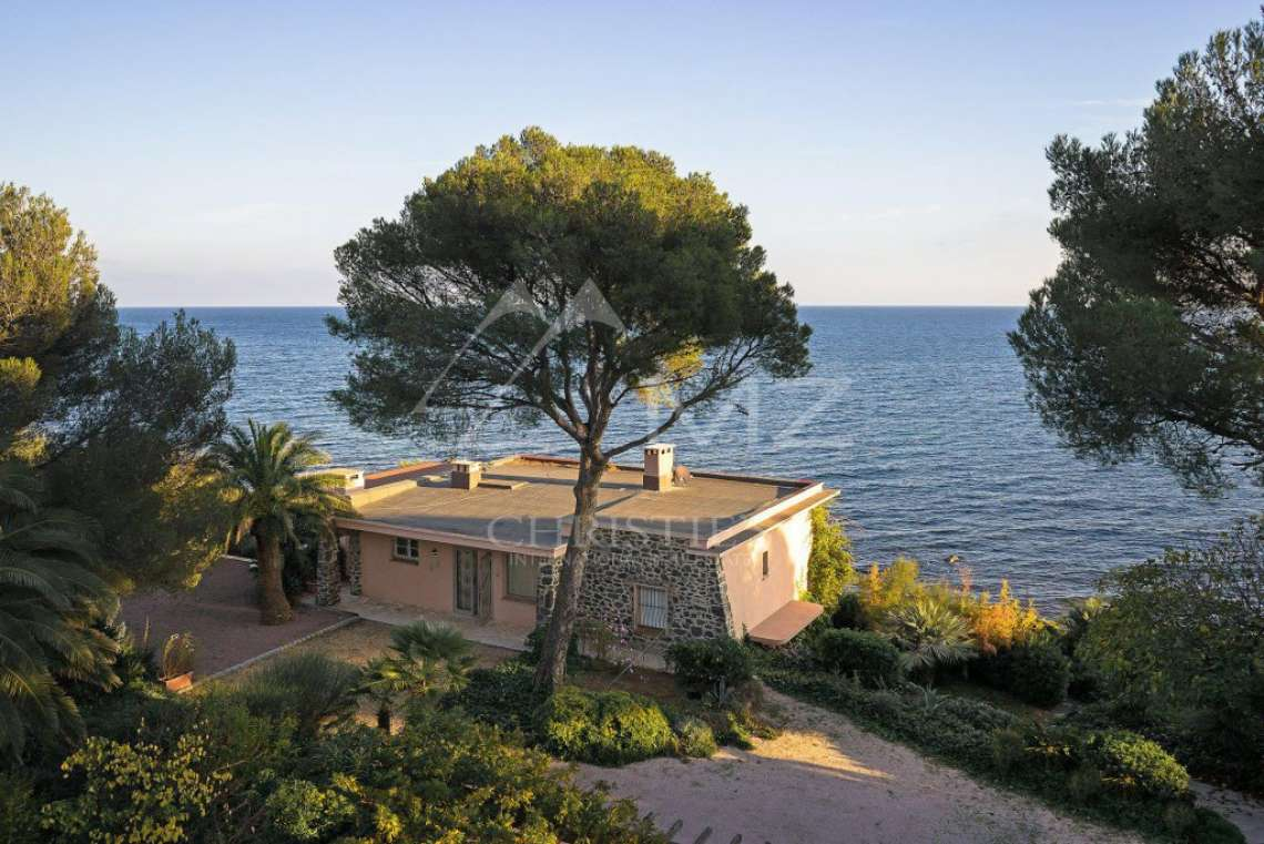 Close to Saint-Tropez - Waterfront property - photo4