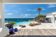Exceptional property by the sea - photo1