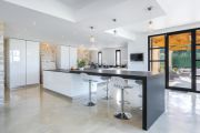 Near Lourmarin: superb renovated farmhouse in the middle of the vineyards - photo9