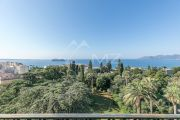 Bourgeois 1855 - 7 rooms - Top floor apartment panoramic sea view - photo4