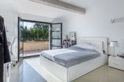 Near Lourmarin: superb renovated farmhouse in the middle of the vineyards - photo11