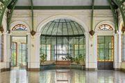 Здание в неоклассическом стиле буржуа 1872 года постройки со стеклянной крышей - photo7