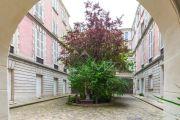 Marais Place Des Vosges Courtyard View - photo12