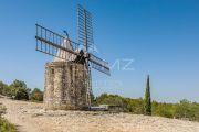Недалеко от Арля - Старинная ветряная мельница - photo4
