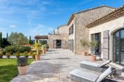 Near Lourmarin: superb renovated farmhouse in the middle of the vineyards - photo5
