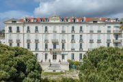 Здание в неоклассическом стиле буржуа 1872 года постройки со стеклянной крышей - photo3