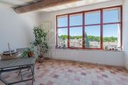 Near Aix-en-Provence - A building in the city center with very good rental repor - photo1