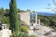Proche Gordes - Belle maison sur les hauteurs avec superbe vue - photo1