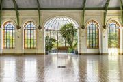 Здание в неоклассическом стиле буржуа 1872 года постройки со стеклянной крышей - photo2