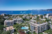 Cap d'Antibes - Beautiful two bedroom apartment with sea glimpsefor sale in Luxury residence - photo1