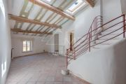Near Aix-en-Provence - A building in the city center with very good rental repor - photo8