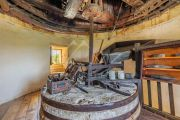 Недалеко от Арля - Старинная ветряная мельница - photo2