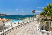 Exceptional property by the sea - photo11