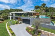 Close to Cannes - On city hillside - photo2