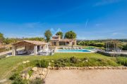 Gordes - Comfortable holiday home with heated pool - photo1