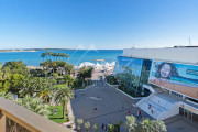 Cannes - Croisette - Facing the Palais des Festivals - photo1